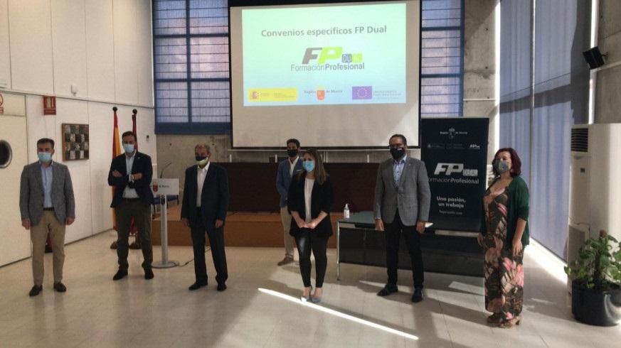 La Consejería de Educación firma un convenio para fomentar la FP Dual