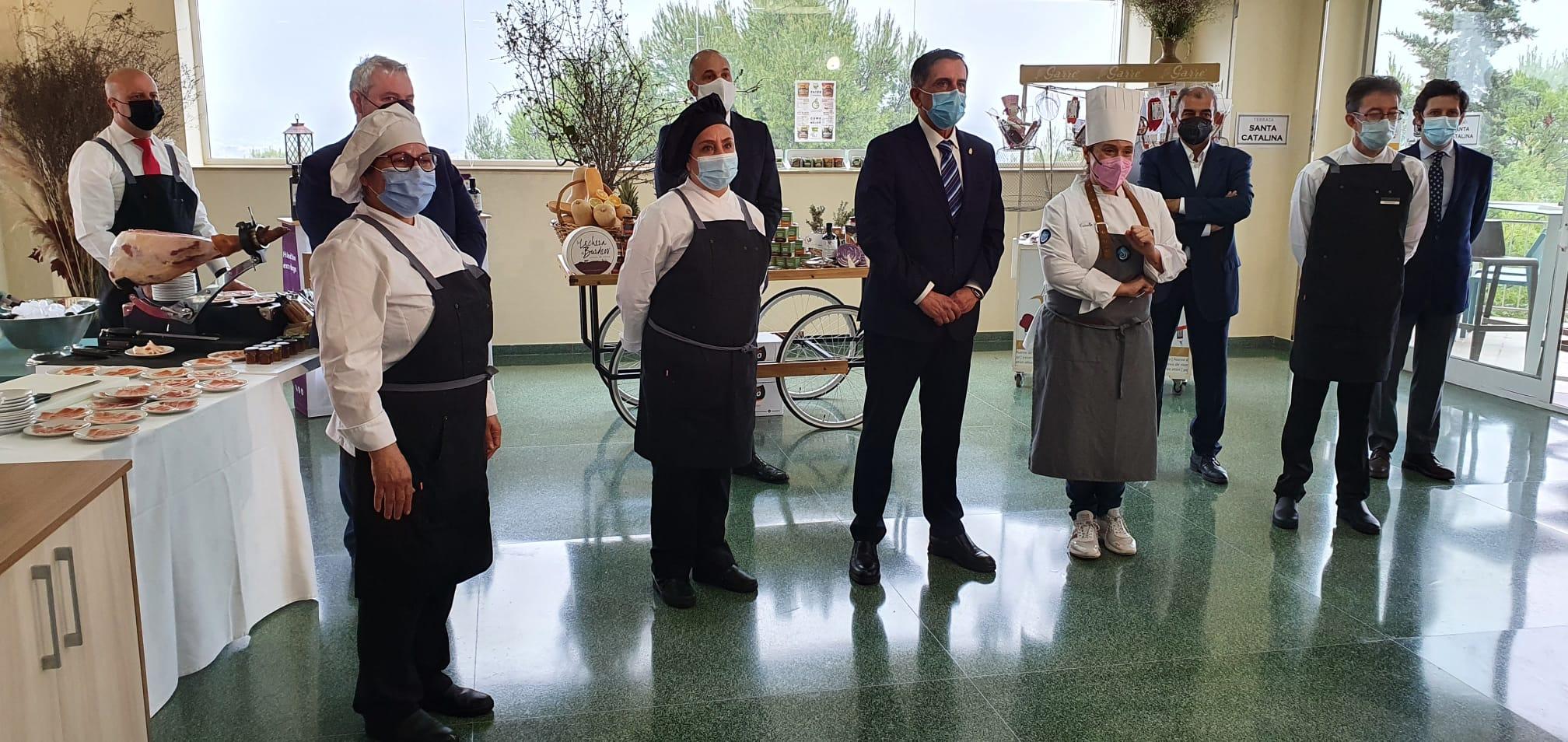 Escuela-de-Ensayo-Empresarial-en-Restauración-La-Luz-Prensa